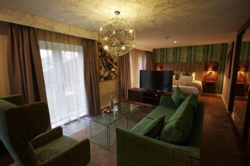 Suite (3)