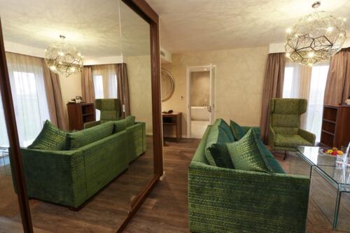 Suite (7)